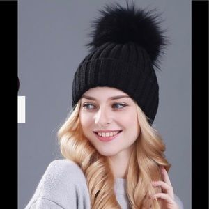 KYI KYI Genuine Fox Pompom Hat Black